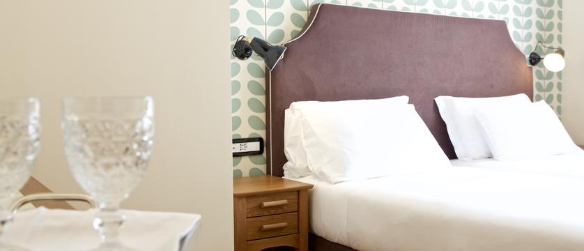 italy_pila-aosta_hotel-duca-d'aosta_bedroom2.jpg